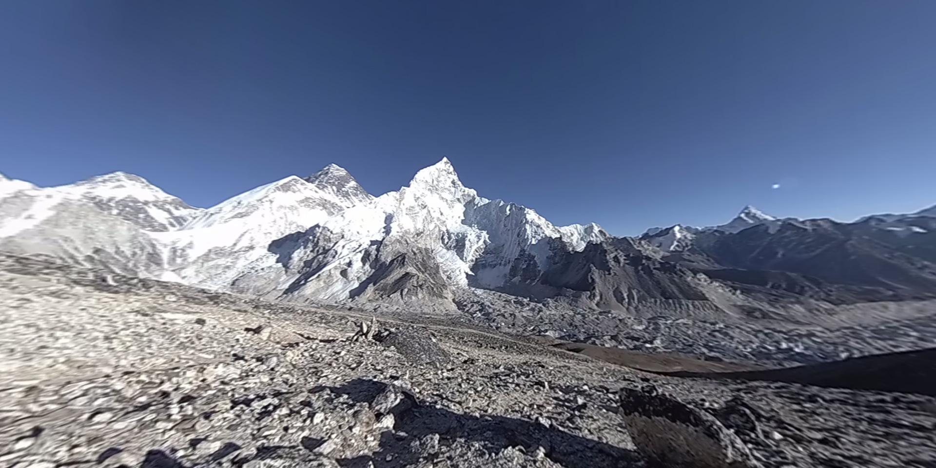 Релакс time-lapse видео заката над Эверестом (Непал). Футажи такого плана широко используются в различных VR приложениях.